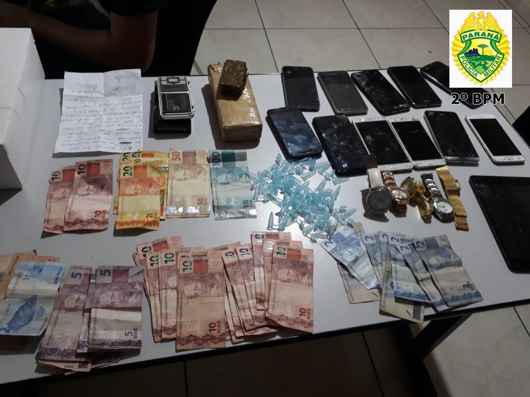 Polícia Militar prende traficantes de drogas em Jacarezinho