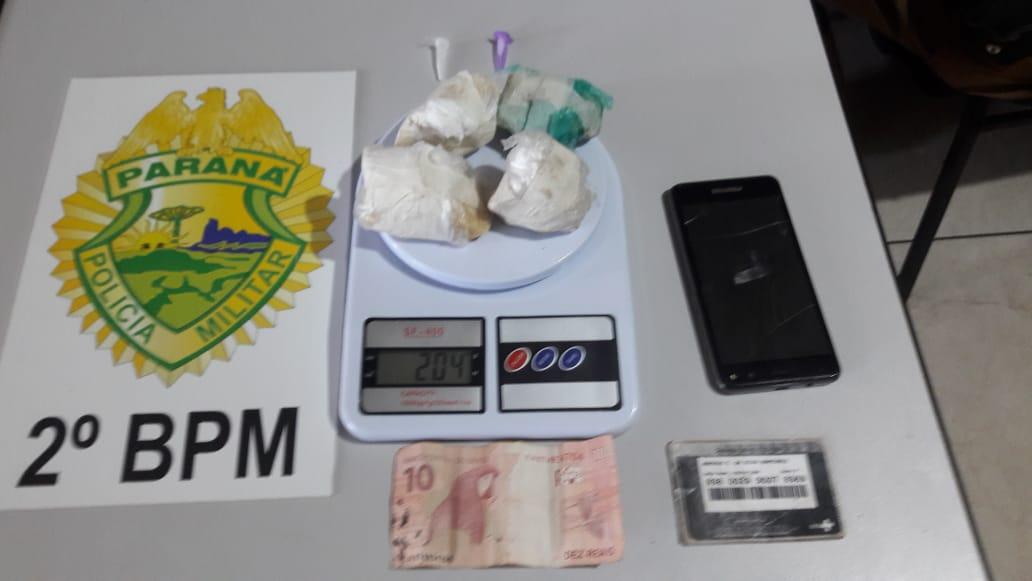 Mulher é presa por tráfico de drogas em Jacarezinho