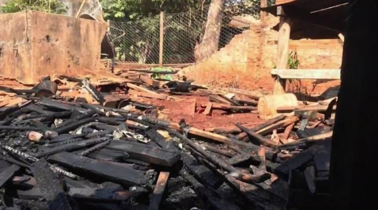 Vizinho salva duas crianças de incêndio em Bandeirantes