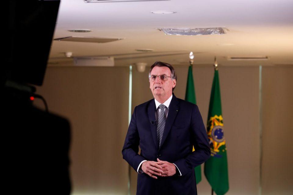 Juiz dá 72 horas para Bolsonaro explicar medidas para controlar queimadas