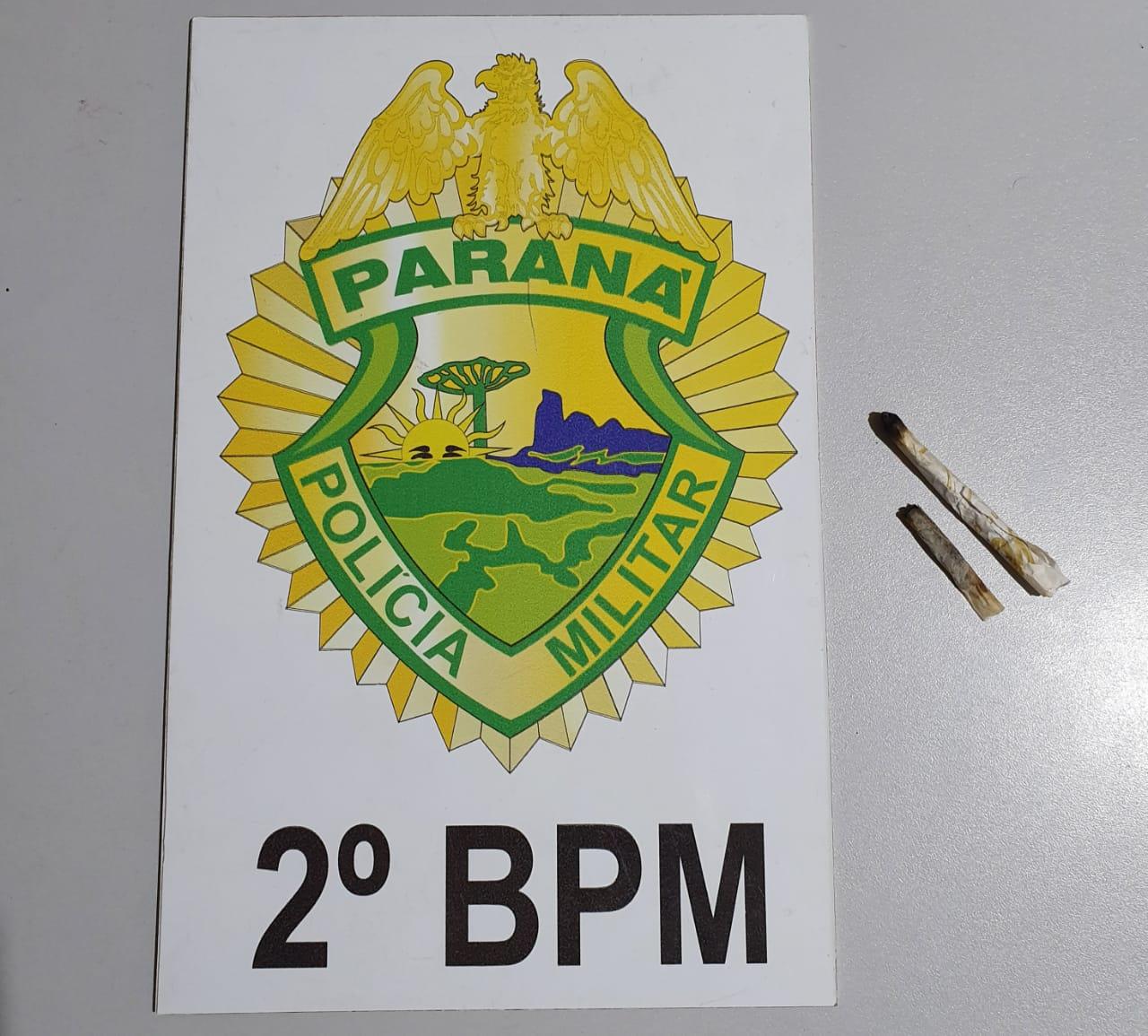 Jacarezinho: Polícia Militar aborda carro com três jovens e apreende dois cigarros de maconha