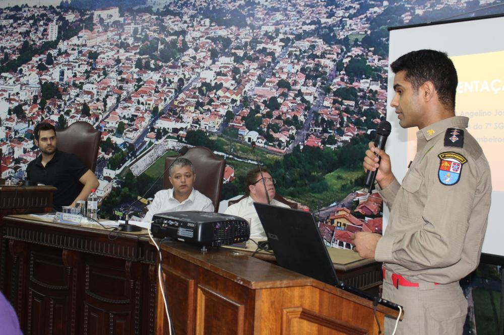 Capitão Angelino fala sobre o Corpo de Bombeiros na Câmara