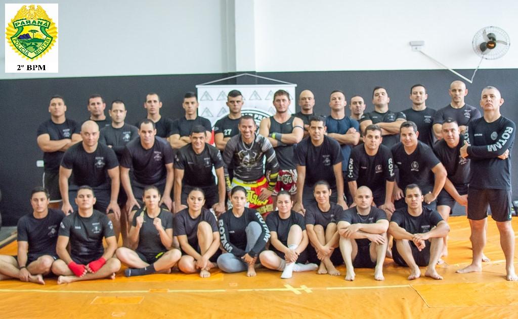 ROTAM do 2º treina com mestre em Muay Thai.