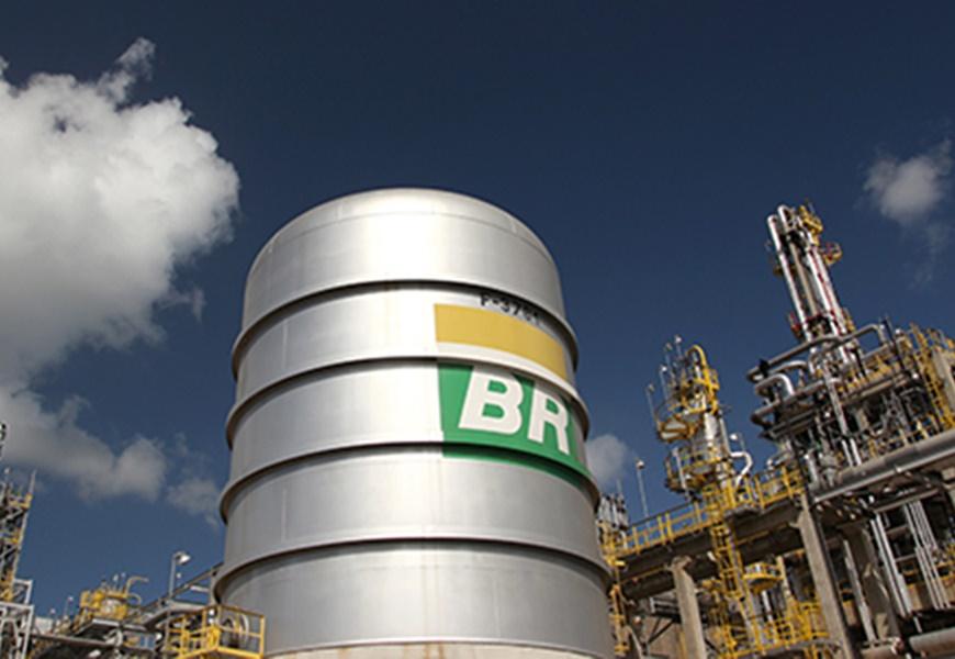 Petrobras sobe gasolina em 3,5% e diesel, em 4,2%