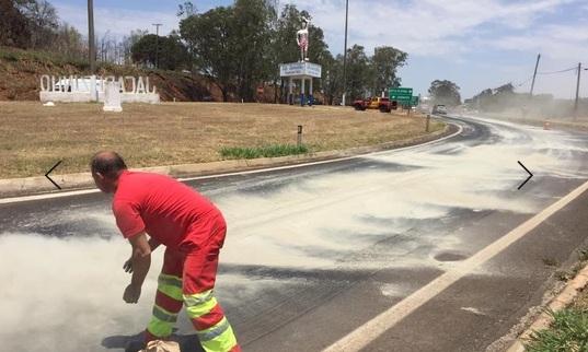 Óleo na pista provoca dois acidentes seguidos na BR-153 em Jacarezinho