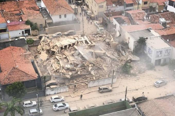 Sobe para dois número de mortos em prédio que ruiu: 'Foram 20 minutos sem poder fazer nada'