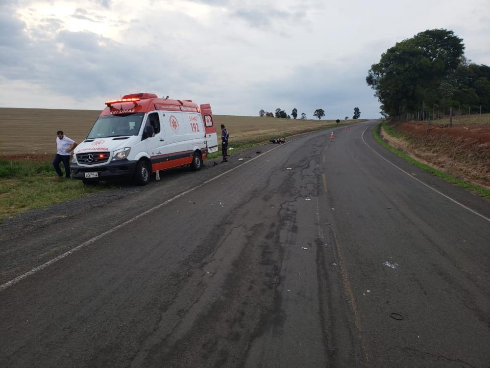 Motociclista morre após colidir com ambulância do Samu
