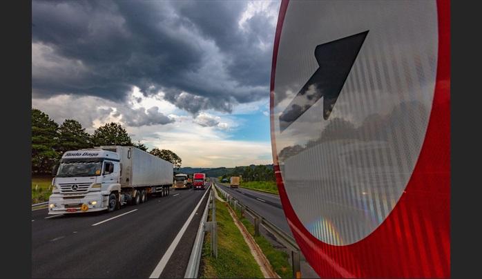 Movimento nas estradas do Paraná deve ser 30% maior durante o feriado; veja a previsão