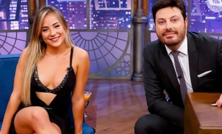 Gabi Martins nega romance com sertanejo e diz que está conhecendo melhor Danilo Gentili