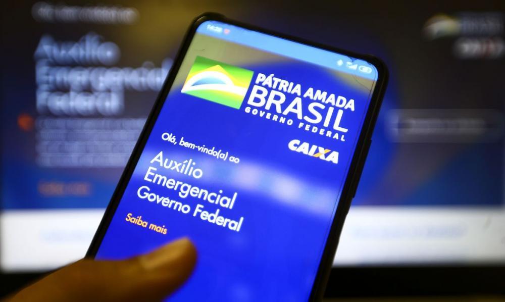 Caixa paga auxílio emergencial para 3,9 milhões de nascidos em junho