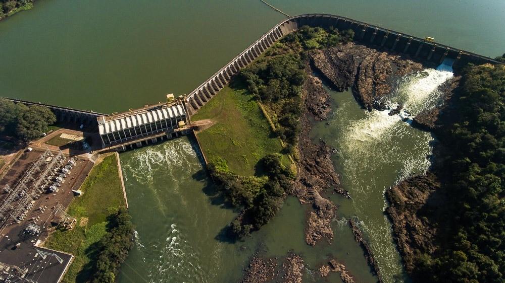 HIDRELÉTRICA SALTO GRANDE PROMOVE AÇÃO PARA CONTROLE DE PLANTAS AQUÁTICAS