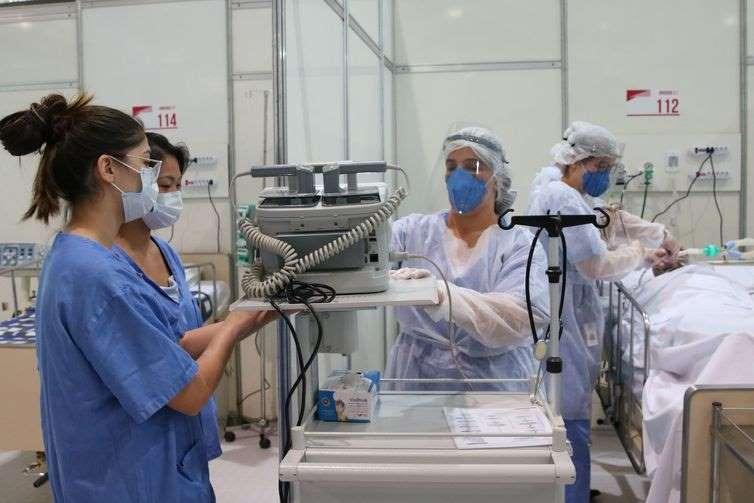 Aumento de casos de covid-19 leva à reabertura de hospitais de campanha
