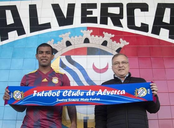 Ex-meia do Athletico, Alex Apolinário morre aos 24 anos
