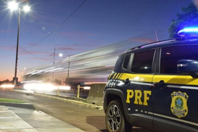 Família que levava criança para cirurgia em Curitiba é escoltada pela PRF após acidente bloquear BR-376