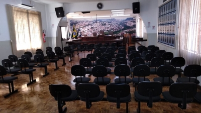 Câmara de Jacarezinho autoriza prefeitura a comprar vacinas contra a Covid-19