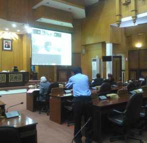 Pertama Kali, DPRD Surabaya Rapat Koordinasi Covid-19 Melalui Teleconference