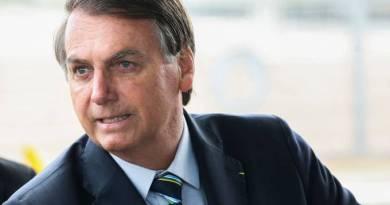 Bolsonaro faz insinuação sexual a repórter; jornal acusa quebra de decoro