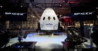 SpaceX prepara último teste da cápsula que levará humanos até a Lua