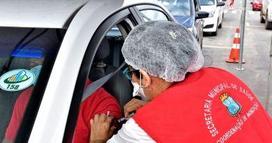 Mais de 1.500 idosos são vacinados no primeiro dia de drive-thru