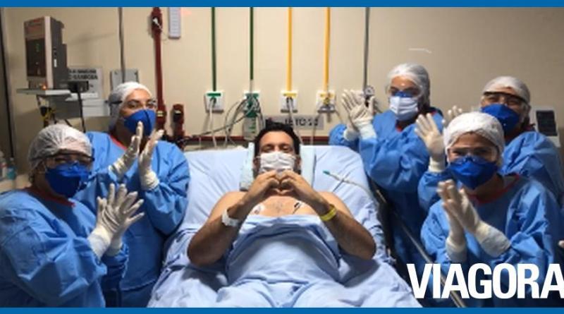 Marcelo Magno aparece acordado em vídeo gravado em UTI