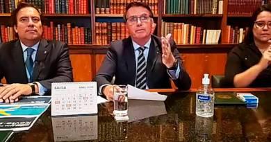 'Paciente pode trocar de médico': Bolsonaro dá recado a Mandetta em live
