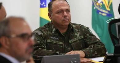 Bolsonaro convida general para assumir lugar de Teich, se ele se demitir