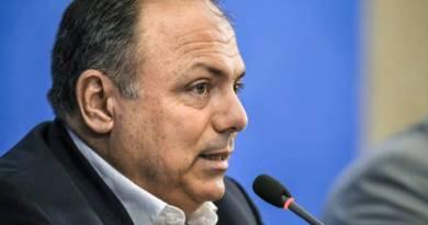 Ministro interino da Saúde diz que militares são preparados para crise