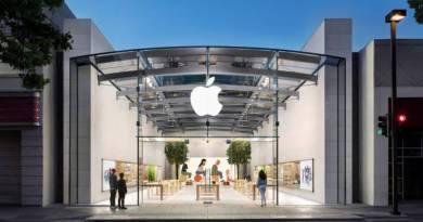 Apple volta a fechar lojas nos EUA devido à nova onda de Covid 19