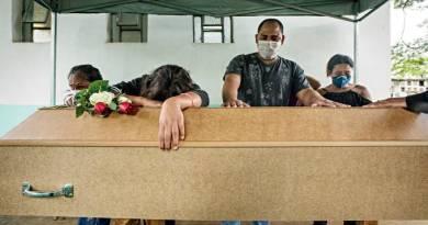 Coronavírus: Brasil registra 892 mortes em 24 horas, segundo governo