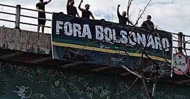 """Em visita ao Ceará, faixas """"Fora, Bolsonaro"""" recepcionam presidente"""