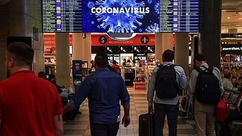 Com recorde de mortes, Brasil reabre fronteiras aéreas para turistas