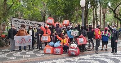 Por melhores condições de trabalho, entregadores de apps paralisam em Porto Alegre