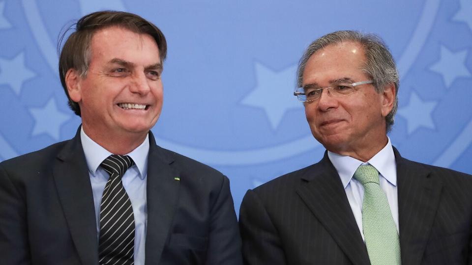 Prorrogação do auxílio emergencial: enquadramento médio em Jair Bolsonaro e Paulo Guedes. Um está ao lado do outro