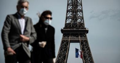 Máscara obrigatória nas principais ruas de Paris
