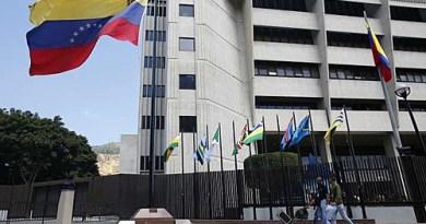 Um ano depois das mesas de diálogo, equipe da Noruega visita Caracas para negociação