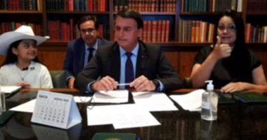 Bolsonaro contesta pena maior para maus tratos a animais e fará 'enquete'