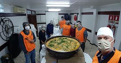 Cozinhas comunitárias amenizam a fome em comunidades carentes de políticas públicas