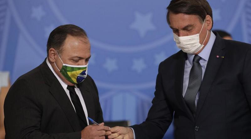 Eduardo Pazuello toma posse como ministro da Saúde