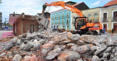 Abrigo da Praça João Lisboa é demolido