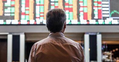 Bolsa fecha com alta de 1,9% e retoma os 100 mil pontos; dólar vai a R$ 5,61