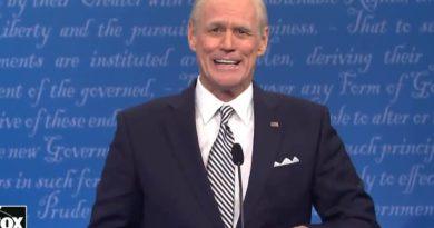 Jim Carrey viraliza com imitação em humorístico do candidato democrata Joe Biden