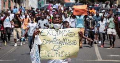 Protesto em Luanda exige demissão de braço direito de João Lourenço