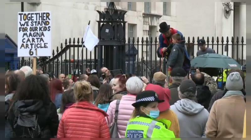 Protestos na Europa contra confinamentos e uso de máscaras