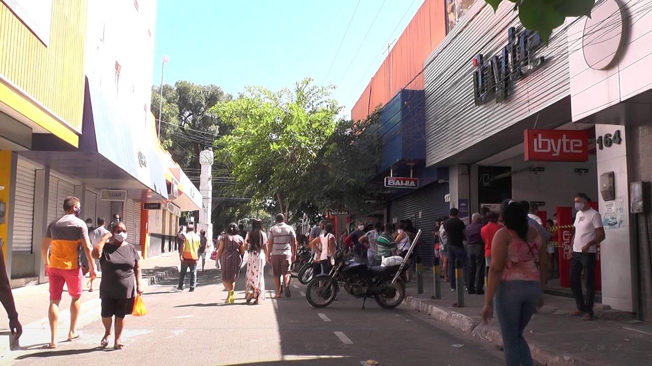 Reabertura de lojas no centro da cidade