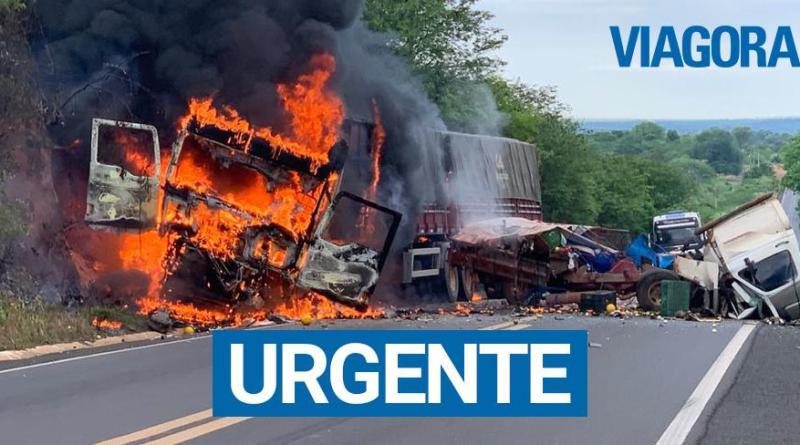 Acidente entre carreta e D20 deixa uma pessoa morta em Oeiras