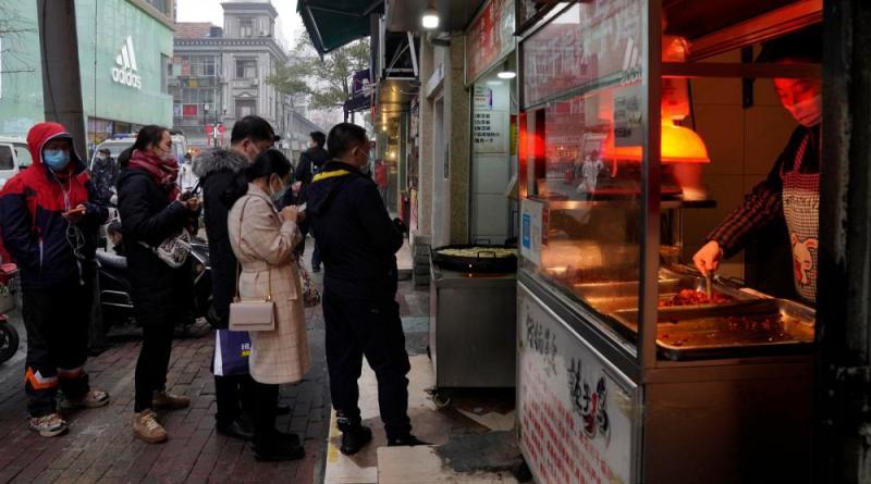 Wuhan quase de volta ao normal um ano após confinamento longo