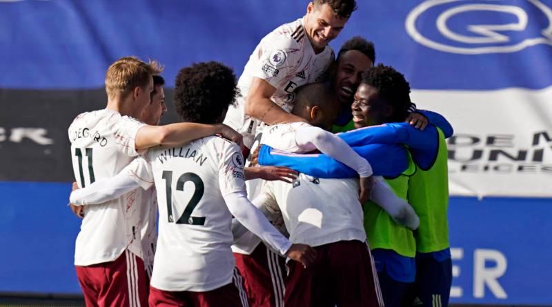 Arsenal vence o Leicester e sobe duas posições na tabela