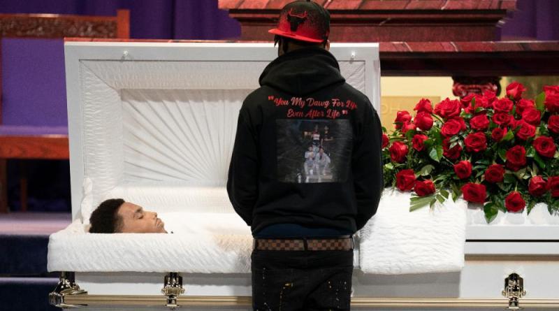 """O funeral de um """"príncipe"""" morto pelo alegado engano de uma polícia"""