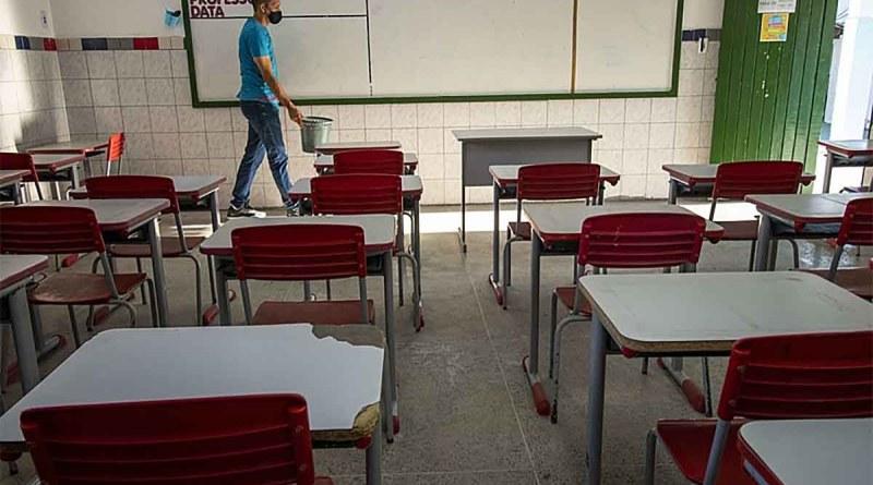 Prefeitura de São Paulo ameaça cortar salários de professores em greve