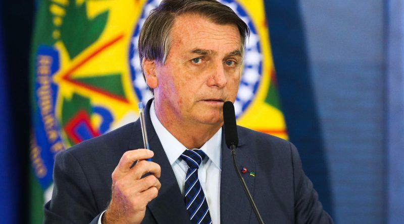 Bolsonaro insiste em negacionismo que fez disparar mortes entre apoiadores